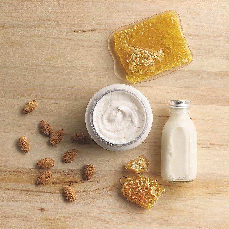 Almond Milk and Honey Body Scrub_69,90PLN.jpg