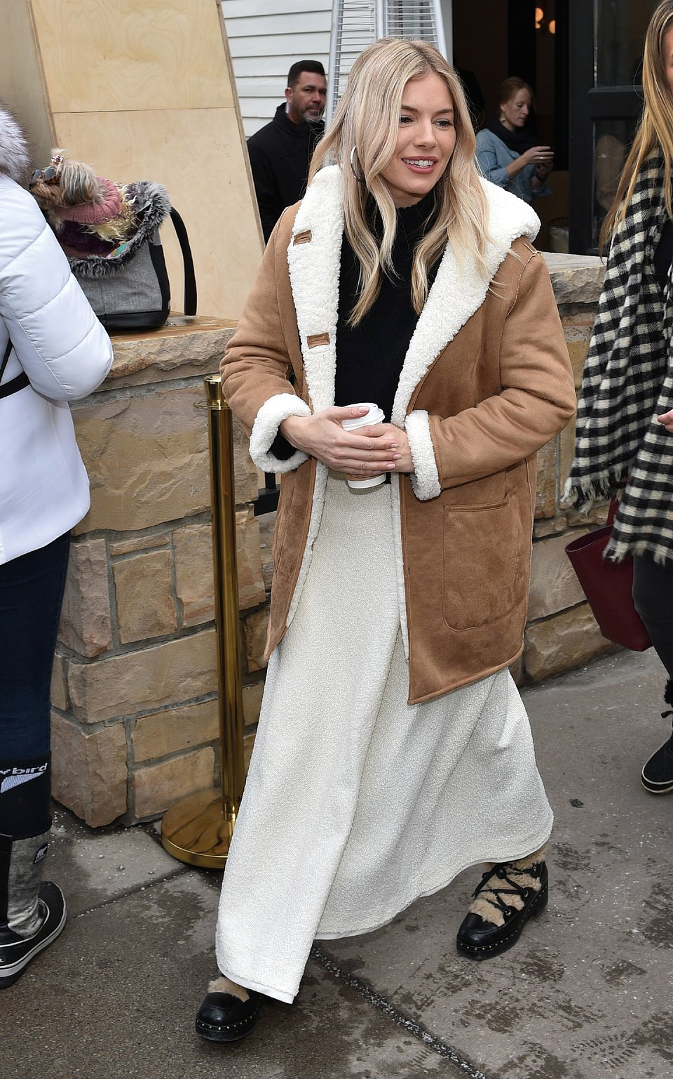 Sienna Miller wearing Mango coat - Rights from Getty images  24012020 pr+ social media  PA images.2.jpg