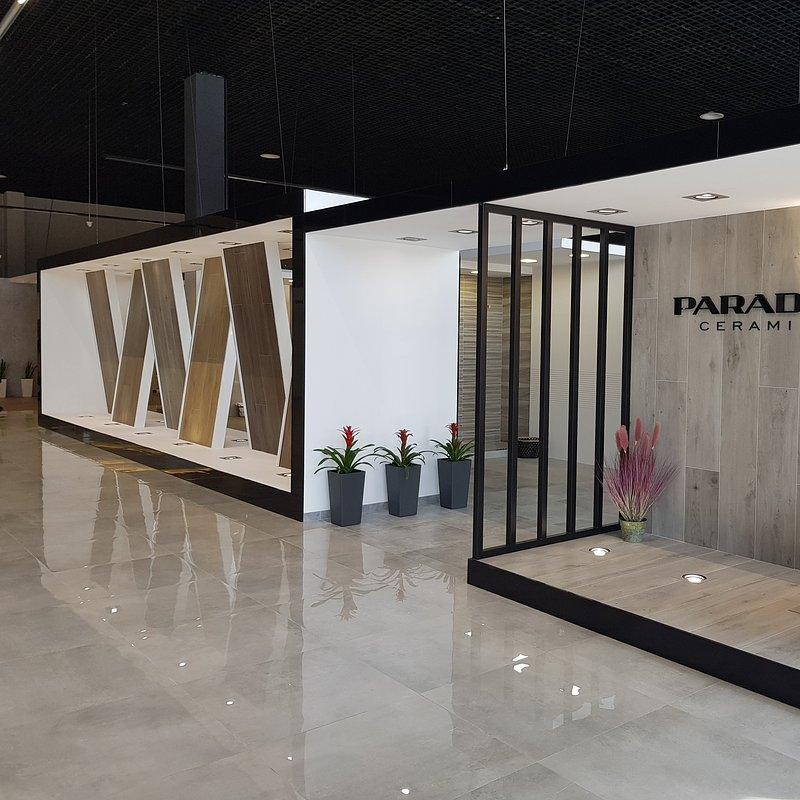 produkty-ceramiki-paradyz-w-nowym-salonie-w-kijowie-3.jpg