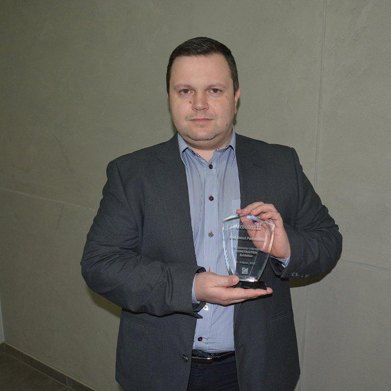 Dyrektor_Sprzedaży_Eksport_Wschód_Nestor_Kutkowski_z_nagrodą.JPG