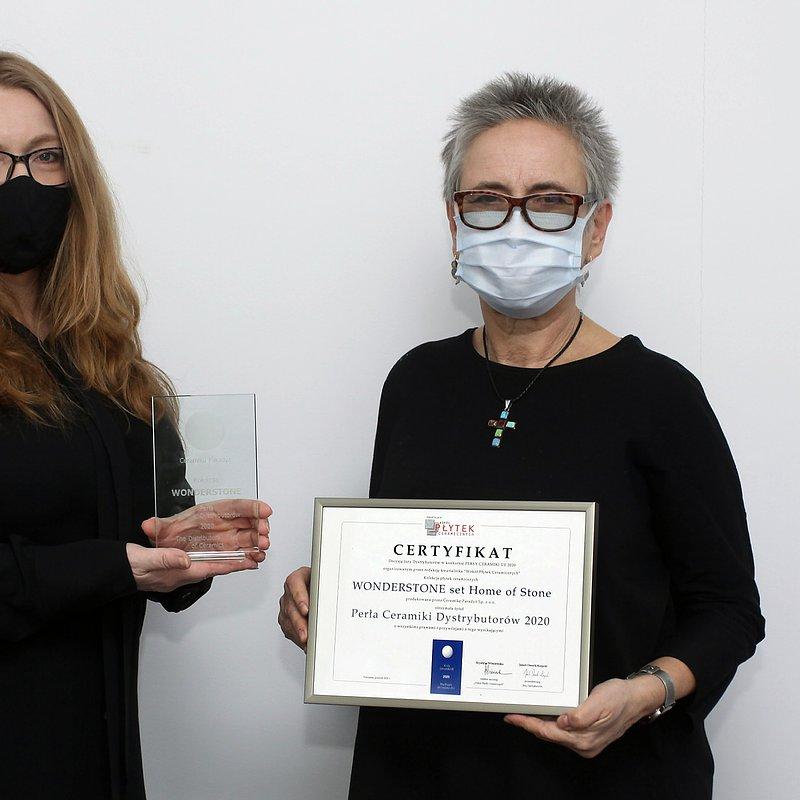 Od lewej_ Anna Tępińska -Marcinek, współwłaścicielka Ceramiki Paradyż; Magdalena Kaliszuk-Barańska,  przewodnicząca Jury.JPG