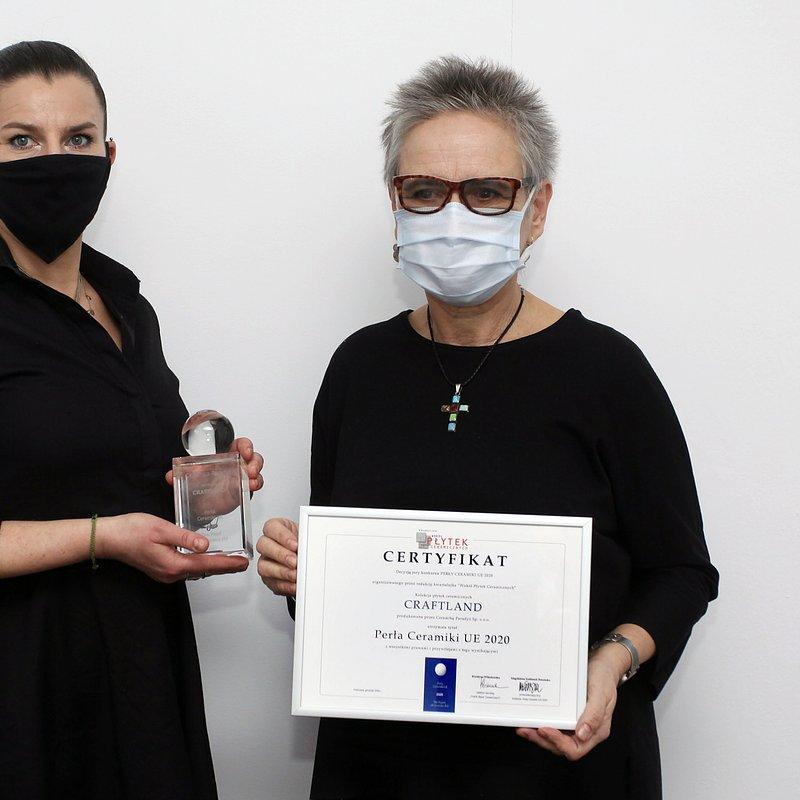 Od lewej_Aldona Chudzicka, dyrektor działu rozwoju Ceramiki Paradyż; Magdalena Kaliszuk-Barańska,  przewodnicząca Jury.JPG