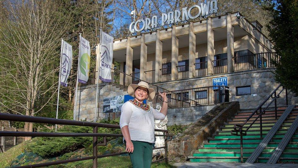 Baba z gór - przewodnik Zuzanna Długosz zapewni edukacyjny spacer przez Park Zdrojowy na Górę Parkową.
