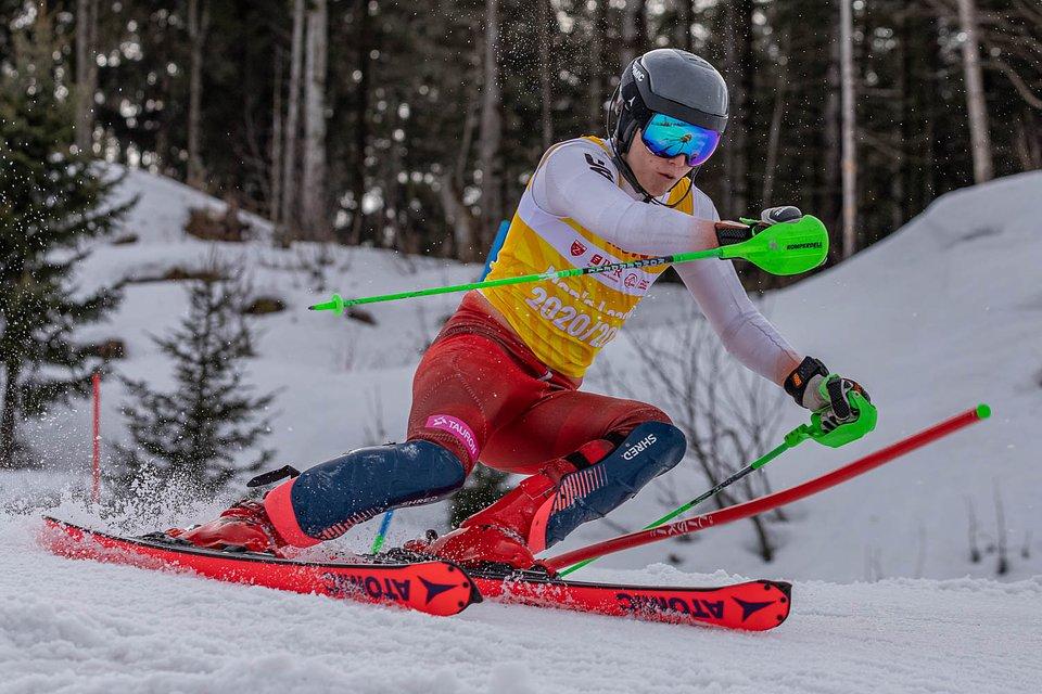 Jan Łodziński - Mistrz Polski Juniorów Młodszych w slalomie.