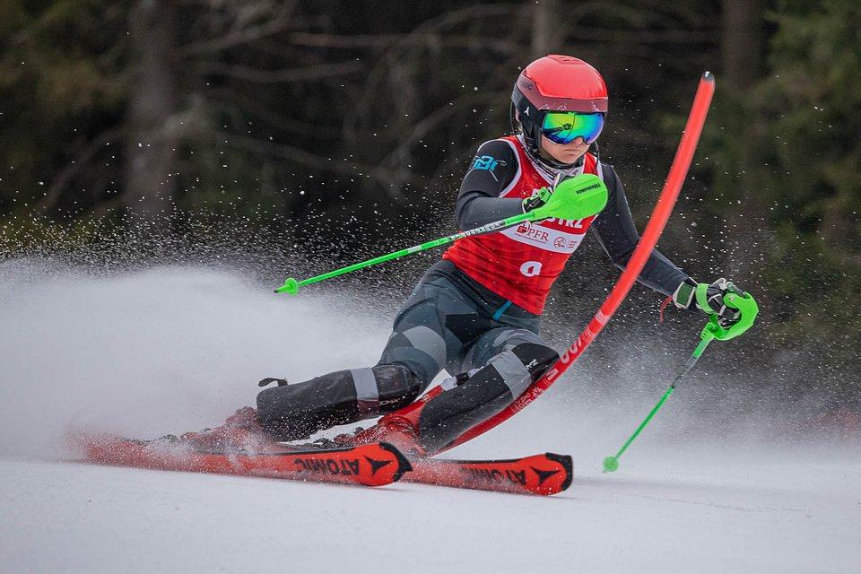 Oliwia Wróbel na trasie slalomu rozgrywanego w ramach kombinacji alpejskiej