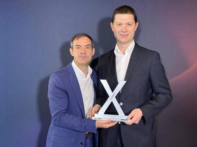 Prezes Zarządu home.pl Marcin Kuśmierz z nagrodą na Cloud Summit X