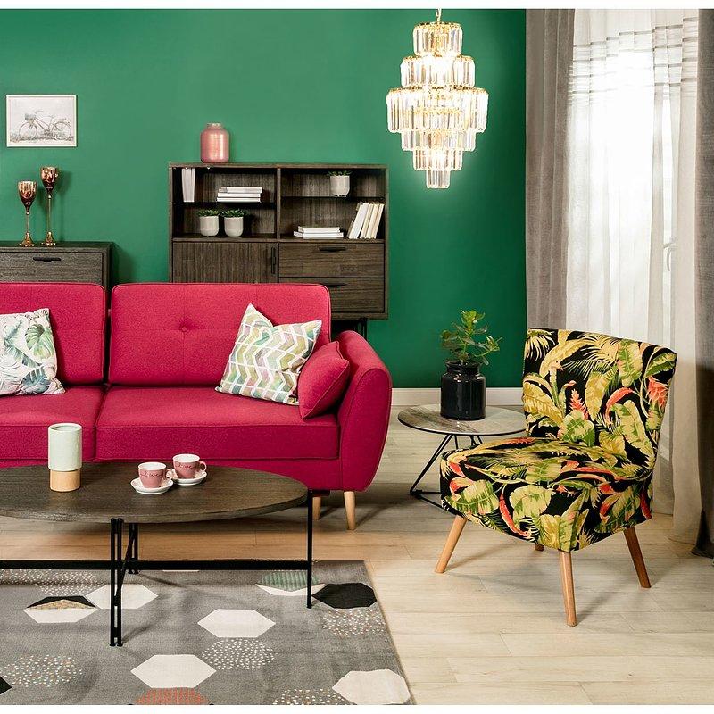 rozowa-sofa-w-salonie.jpg