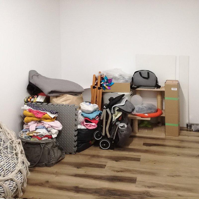 Biel i pastele w pokoju maluszka - przed.jpg