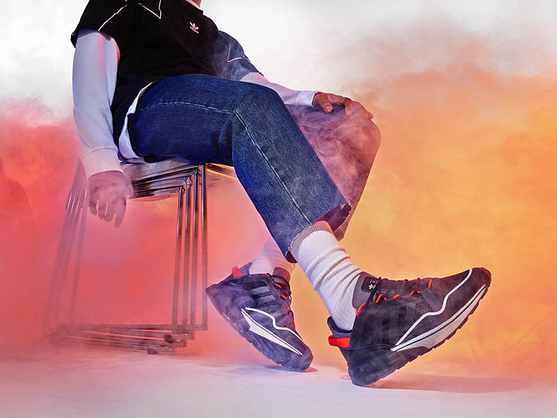 PR_adidasOriginals_SS21_ZX_2K_BOOST_PURE_H06568_MALE_ON_FOOT_1.jpg