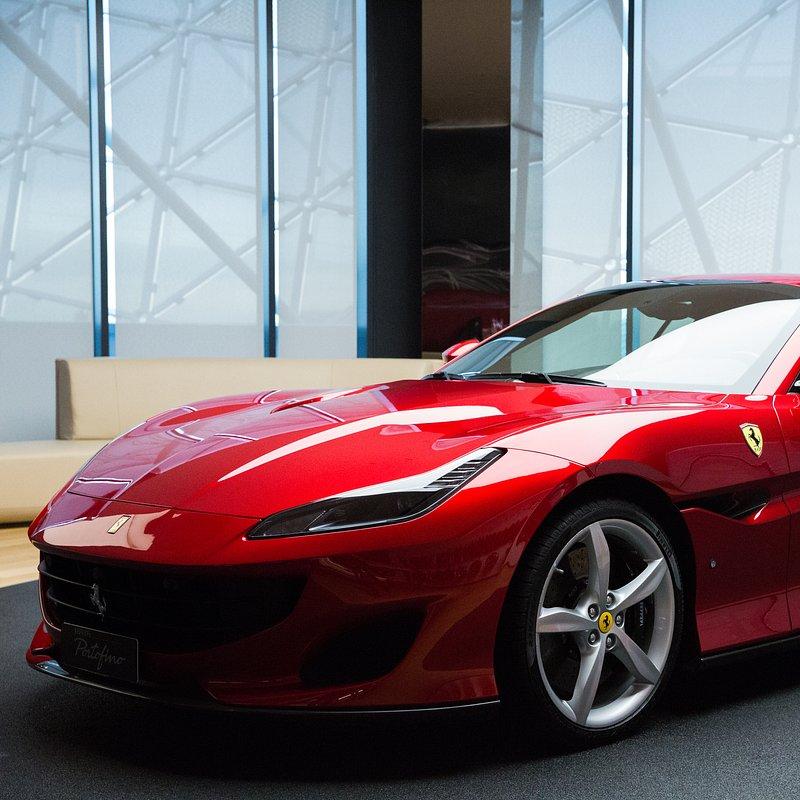 Supersamochody FerrariPortofino 6.jpg