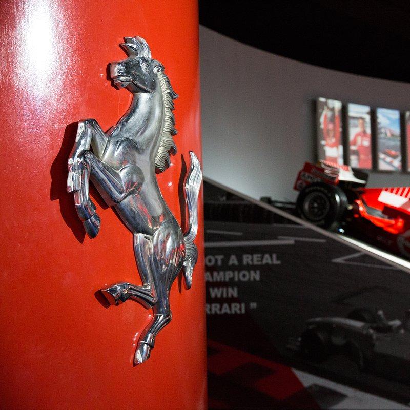 Supersamochody FerrariPortofino 5.jpg