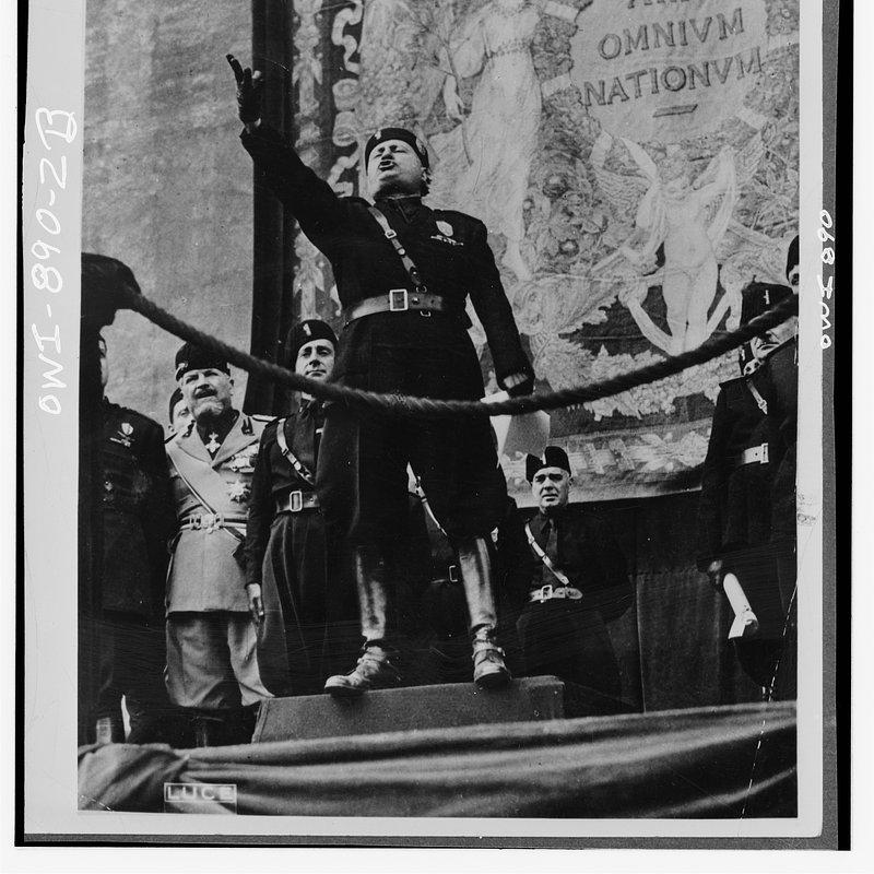 Władza i potęga - przywódcy XX wieku (6).jpg