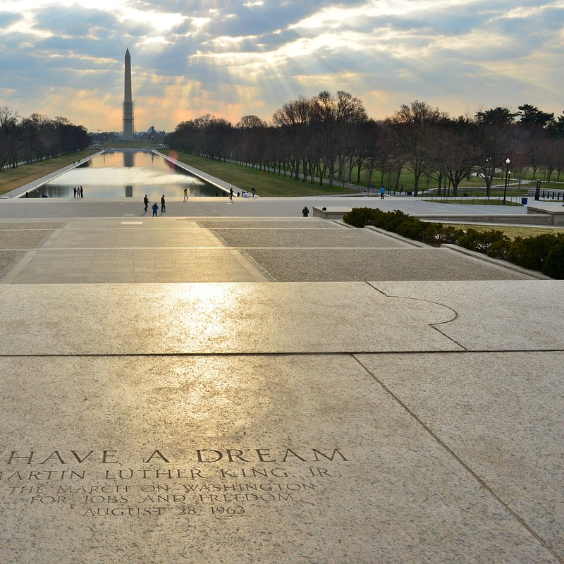 003_Memorials_and_Monuments_Lincoln's_Memorials_steps_Richard Cavalleri.jpg