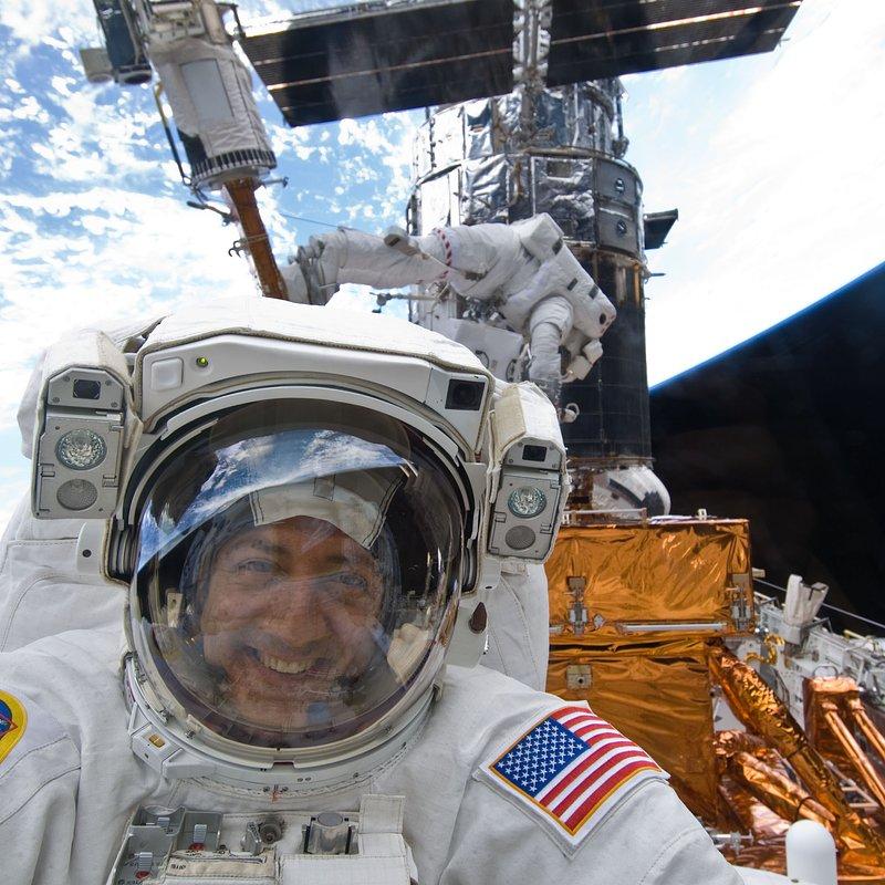 Mike Massimino STS-125_NASA_s125e009232-orig.jpg