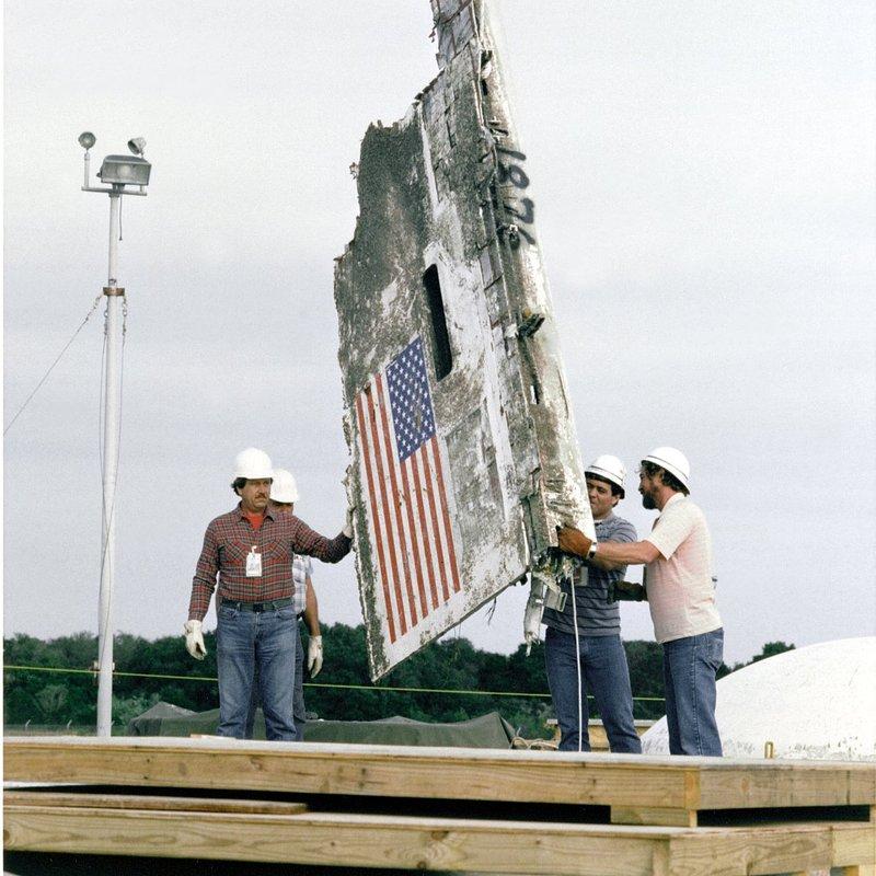 Challenger Wreckage_archive org_NASA_GPN-2000-001496.jpg