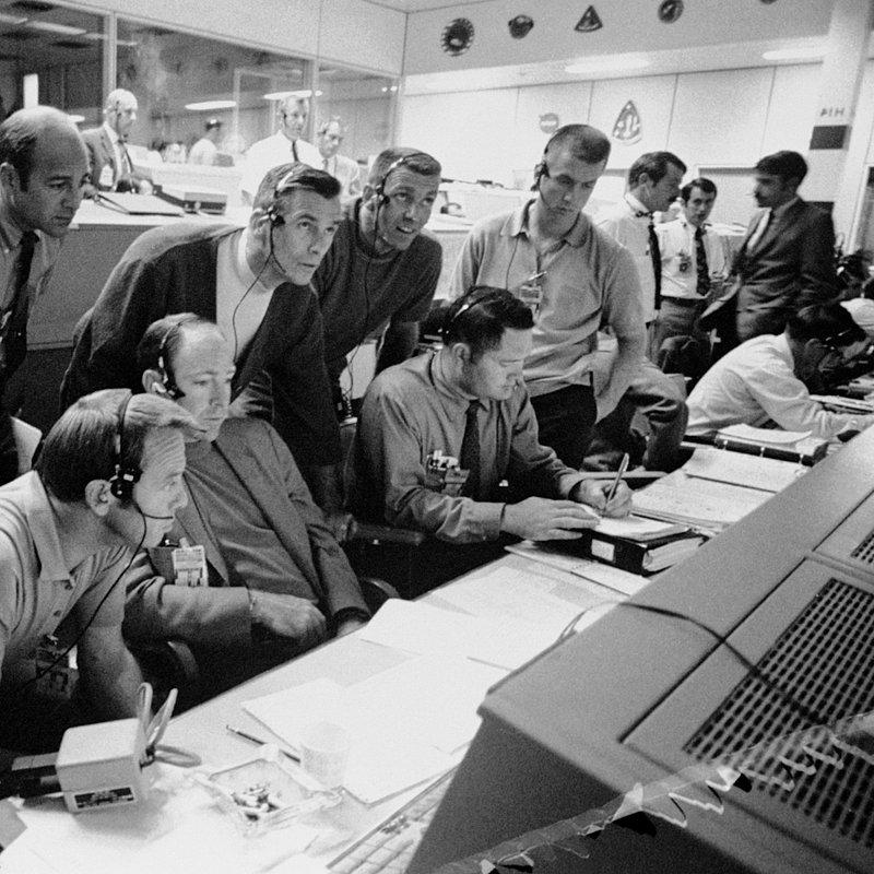 Apollo13_mission control_s70-34986.jpg