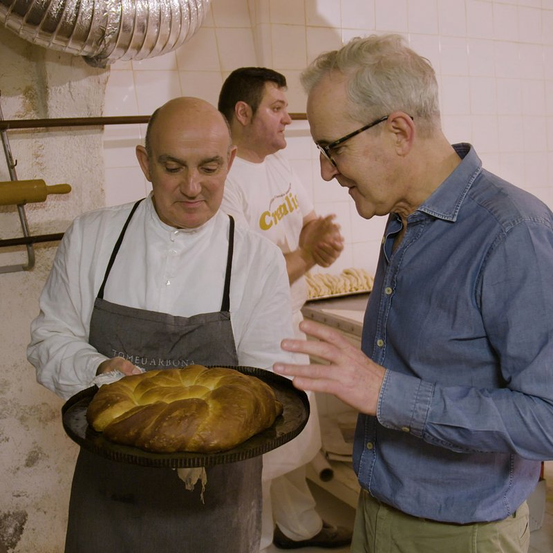 Ep 1  Palma de Mallorca).  Rory with local baker Tomeo and the island's traditional ensaimada pastry..jpg