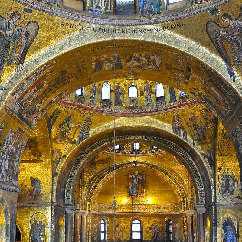 TOP 10 ARCHITECTURE 002_City_Squares_St_Marks_basilica.jpg