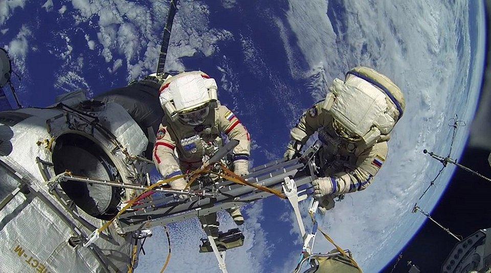 Życie w kosmosie male.jpg