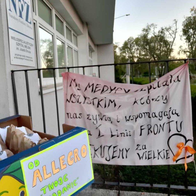 Zródło_ Tomasz Betkier Dostawa śniadań do szpitali w Poznaniu w ramach inicjatywy pomagamy bo umiemy..jpg