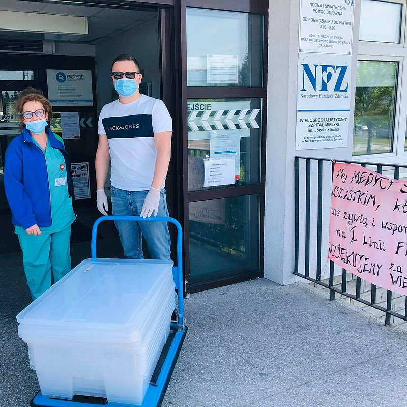 Zródlo FB_ Obiady dla personelu Szpitala w Poznaniu w ramach inicjatywy pracowniczej pomagamy bo umiemy.jpg