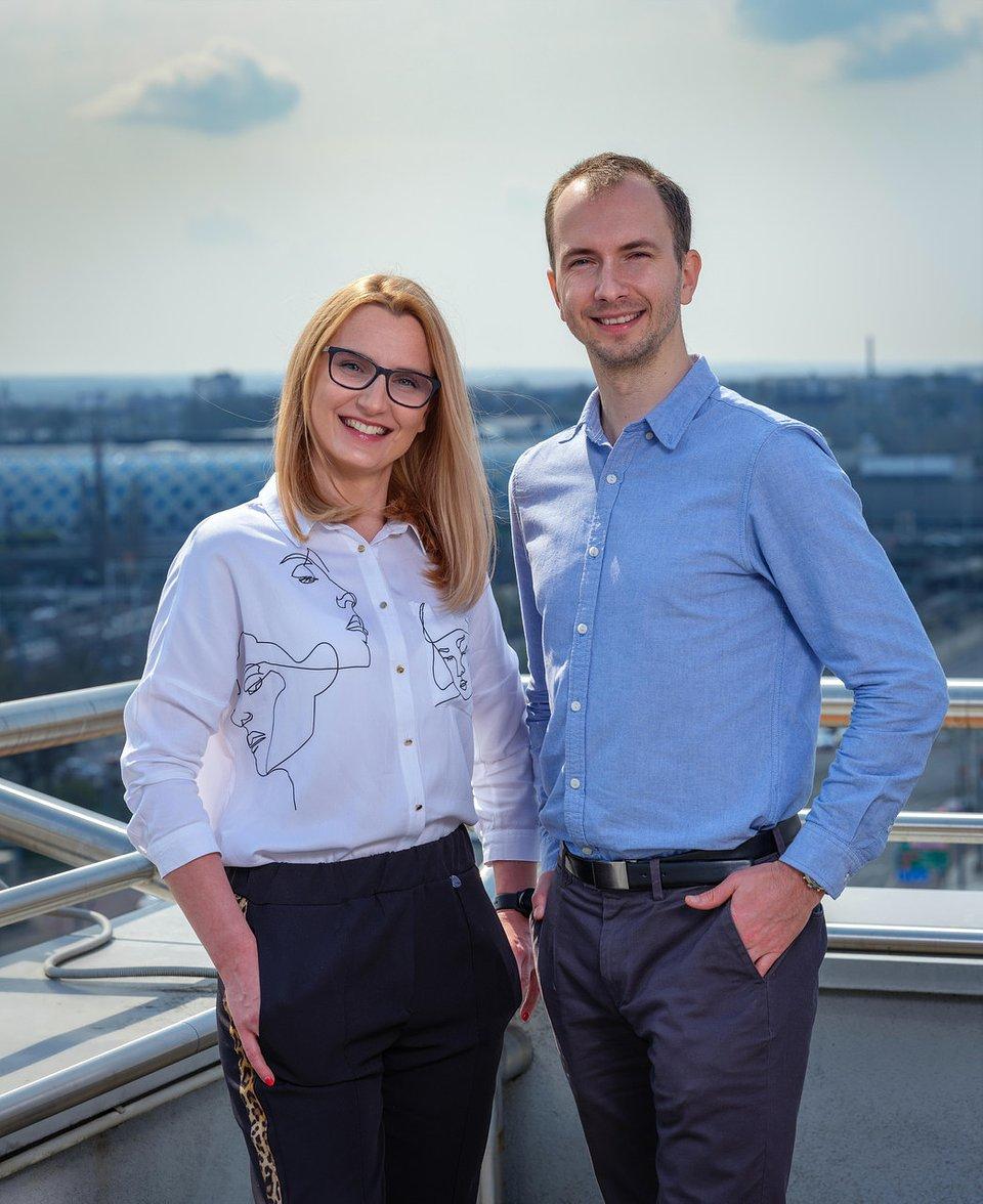 Daria Miszczyk (Dyrektor Sprzedaży) i Tomasz Makowski (Specjalista ds. marketingu)