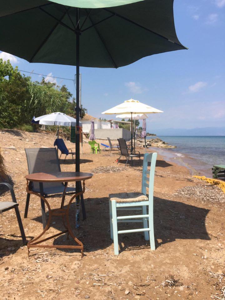 Jak wyglądają wakacje 2020 w Grecji w praktyce? Słońce, morze, plaża i mało turystów. Na zdjęciu jedna z plaż na Peloponezie / Fot. IH