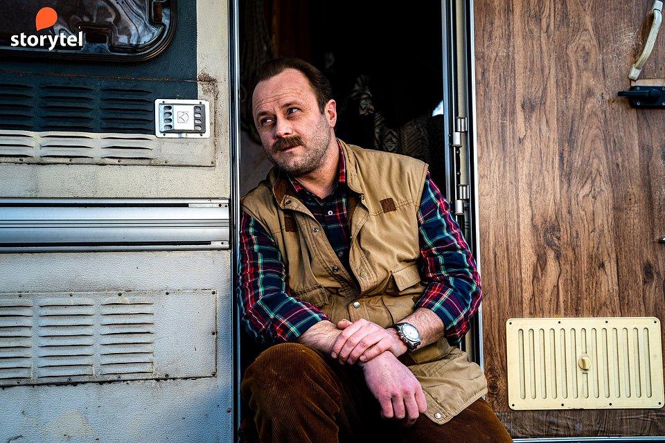 Leszek Lichota na planie trailera