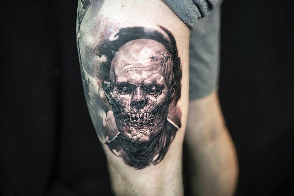 Tatuaz_realistyczny_MIEJSCE 3_PAVLO POLOVNIKOW RED BERRY.JPG