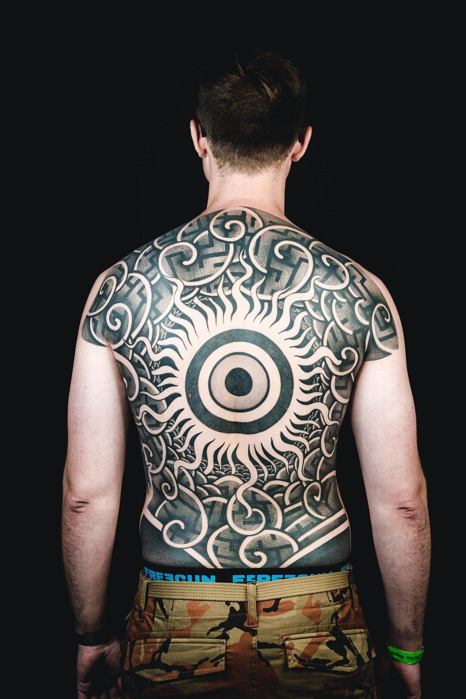 1. MIEJSCE_TATUAŻ GRAFICZNY_GEOMETRYCZNY_Niuans - Cykada Tattoo.jpg