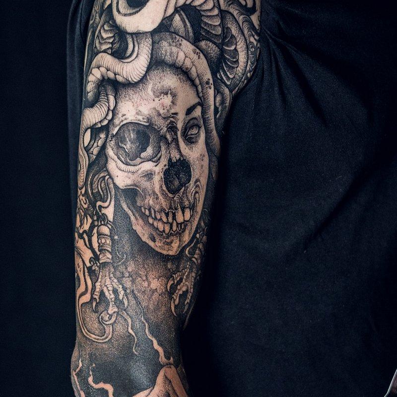 3MIEJSCE_najlepszy_tatuaz_REKAW_NOGAWKA_CALY_PRZOD_CALE PLECY_artysta_TOMEK_studio_KULT_2.jpg