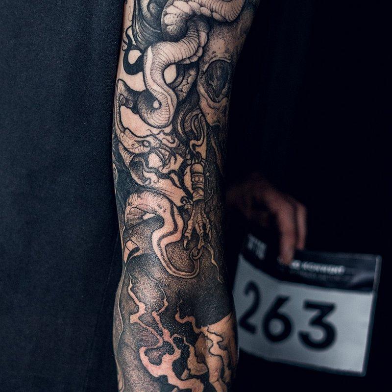 3MIEJSCE_najlepszy_tatuaz_REKAW_NOGAWKA_CALY_PRZOD_CALE PLECY_artysta_TOMEK_studio_KULT1.jpg