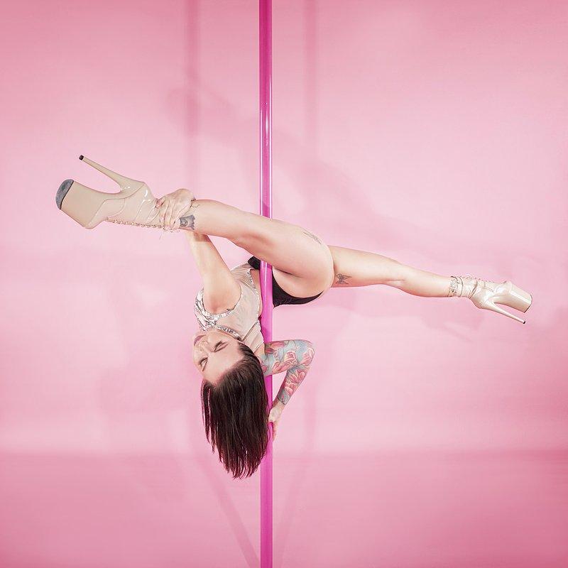Pole_Dance_Berenika_1.jpg