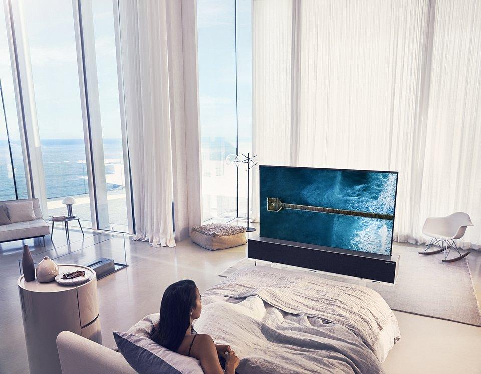 LG OLED TV R 09.jpg
