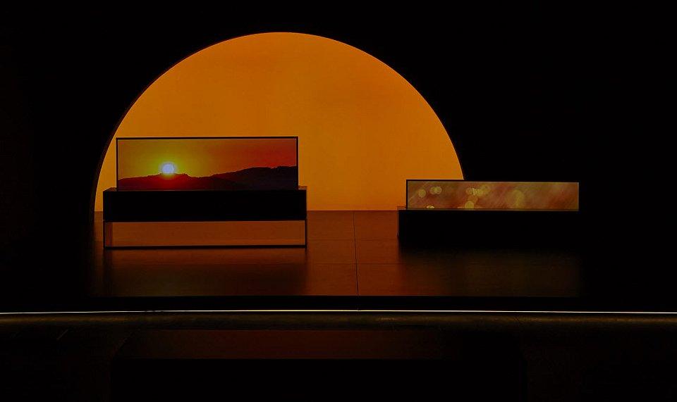 LG SIGNATURE OLED TV R_3.jpg