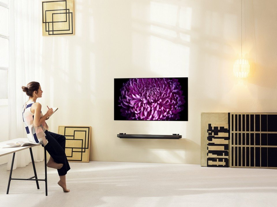 LG OLED W7 Lifestyle_20.jpg