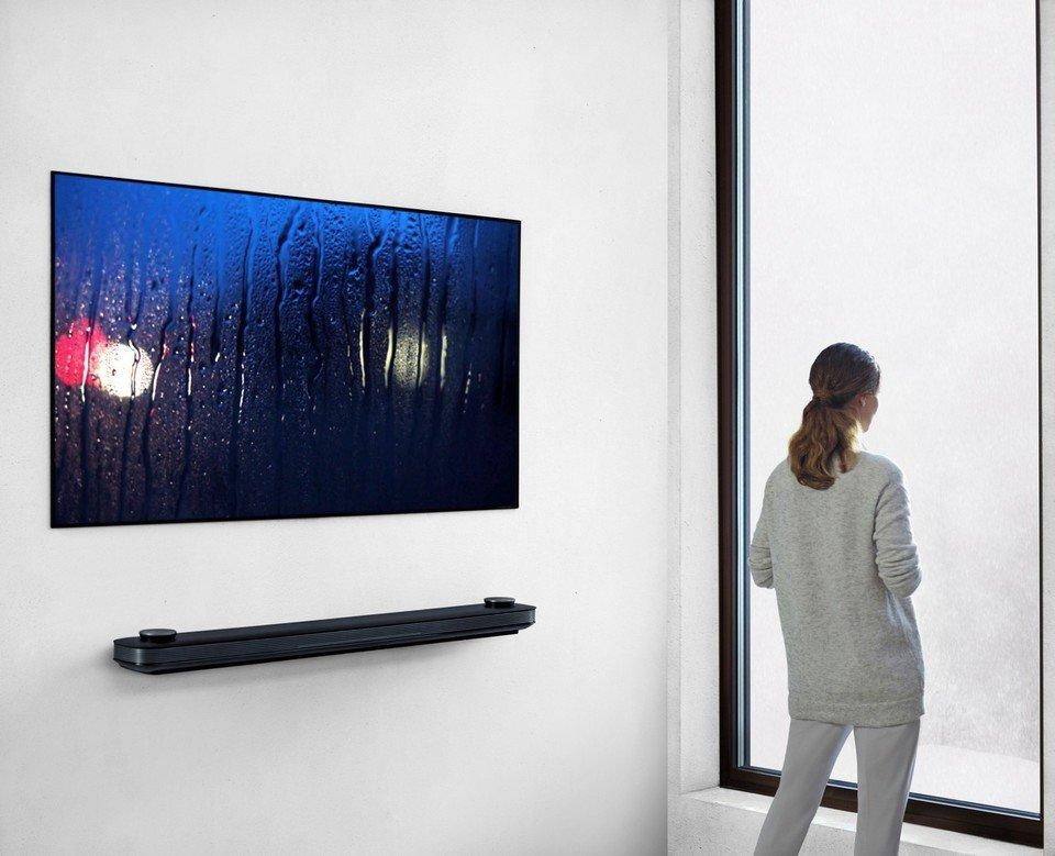 LG OLED W7 Lifestyle_8.jpg