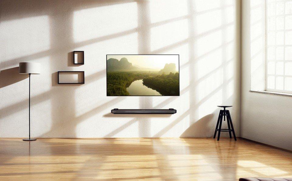 LG OLED W7 Lifestyle_15.jpg