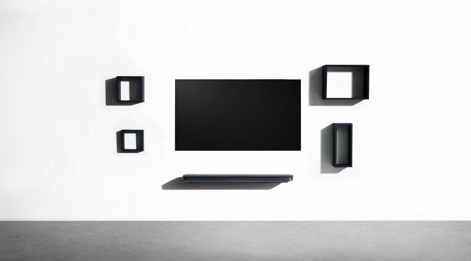 LG OLED W7 Lifestyle_13.jpg