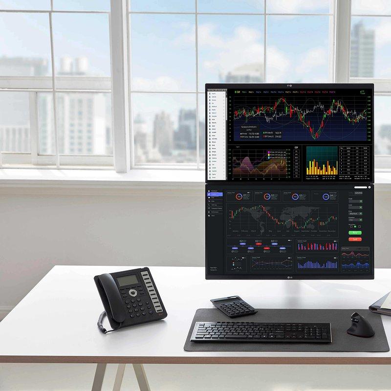 LG Ergo Monitor - Office 04.jpg