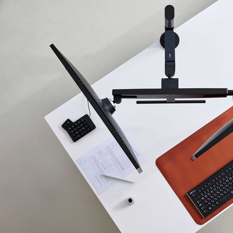 LG Ergo Monitor - Office 06.jpg