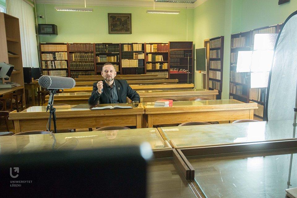 Pierwsze dwa odcinki vloga nagrywaliśmy w klimatycznej czytelni Instytutu Historii UŁ (fot. Maciej Andrzejewski, UŁ)