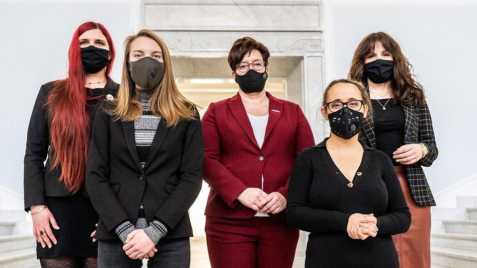 WIktoria Barańska (Spójnik), Joanna Gierzyńska (Akcja Socjalistyczna), Monika Falej (Wiosna, posłanka KKP Lewicy), Marcelina Zawisza (Razem, posłanka KKP Lewicy), Dorota Olko (rzeczniczka Razem).