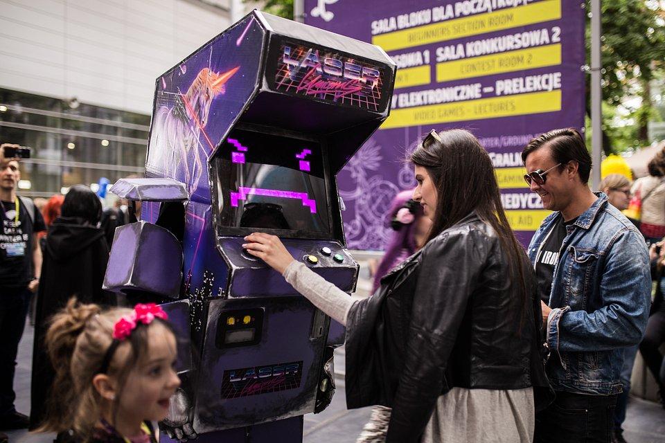 Cosplay Arcade Machine z filmu Kung Fury w wykonaniu Lego Cosplay i takie tam inne.jpg