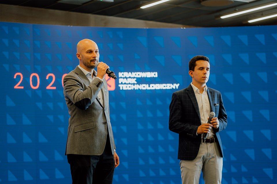 Wojciech Przybylski, prezes Krakowskiego Parku Technologicznego oraz Bartosz Józefowski, wicedyrektor działu parku technologicznego.