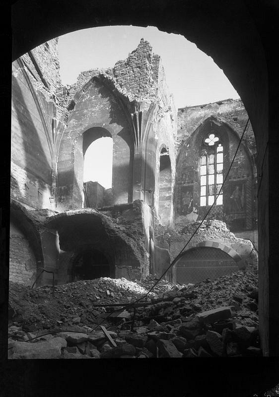 Topografia ruin. Praga 1945_fot. Josef Sudek_1 małe.jpg