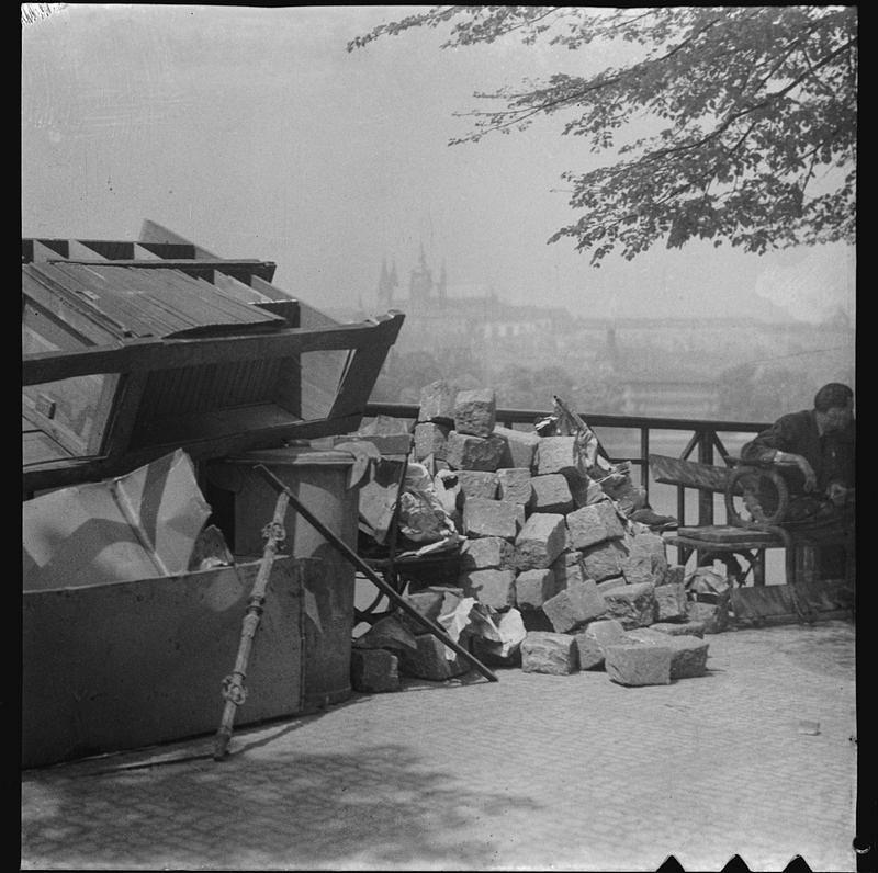 Topografia ruin. Praga 1945_fot. Josef Sudek_6 małe.jpg