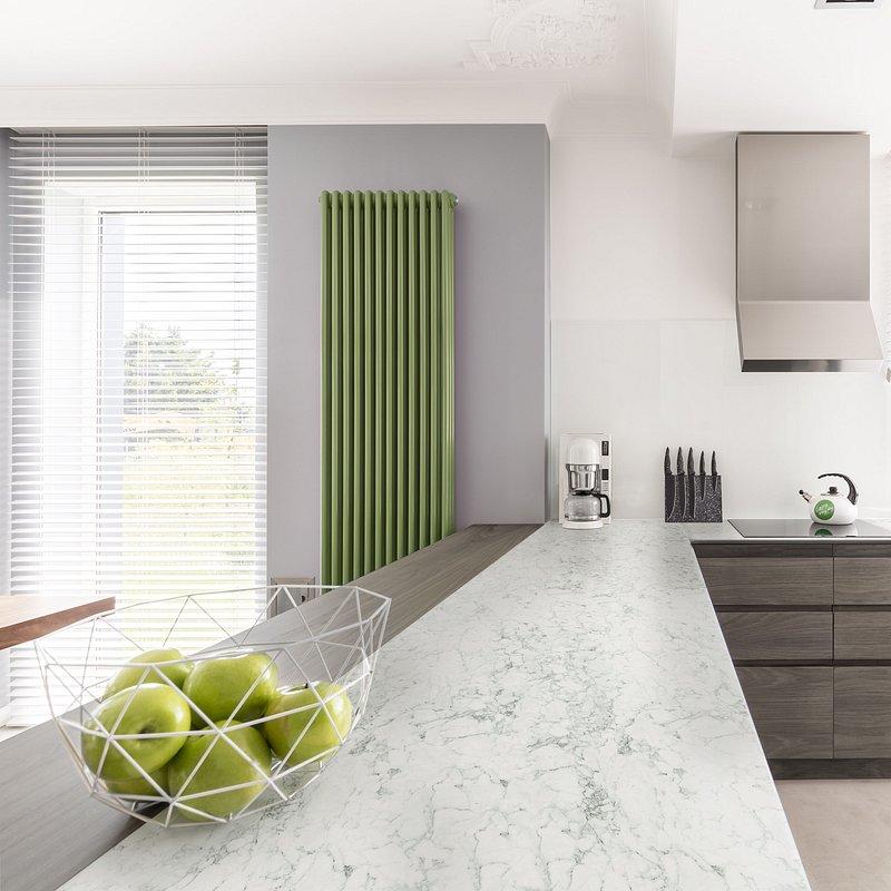 blat kuchenny Duropal Compact Pfleiderer_dekor marmur Carrara S63009_fot. materiały prasowe Pfleiderer (1).jpg