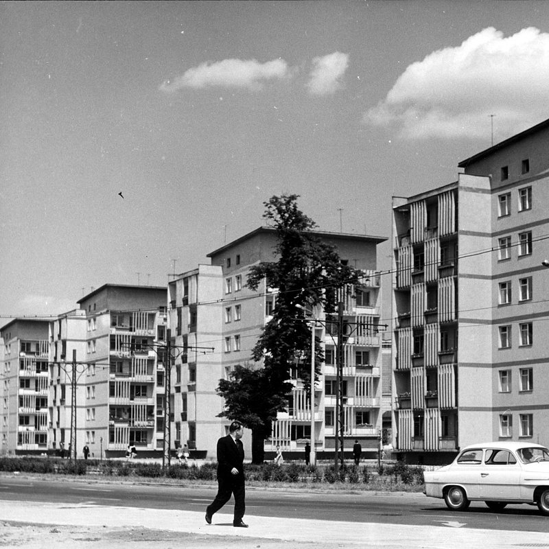 """Punktowce zwane Czworaczkami"""" przy ul. K. Świerczewskiego (dziś ul. J. Piłsudskiego), Fot. Tomasz Olszewski.jpg"""
