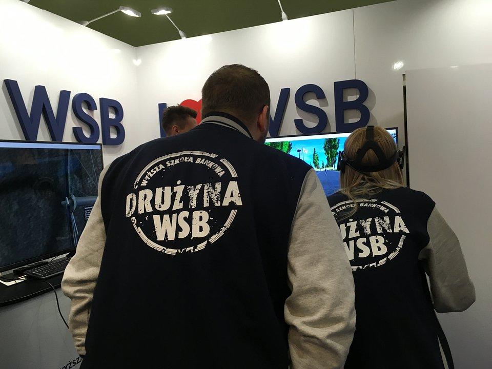 Wyścig rowerowy w wirtualnej rzeczywistości. Wyższa Szkoła Bankowa w Warszawie na Targach Perspektywy 2019